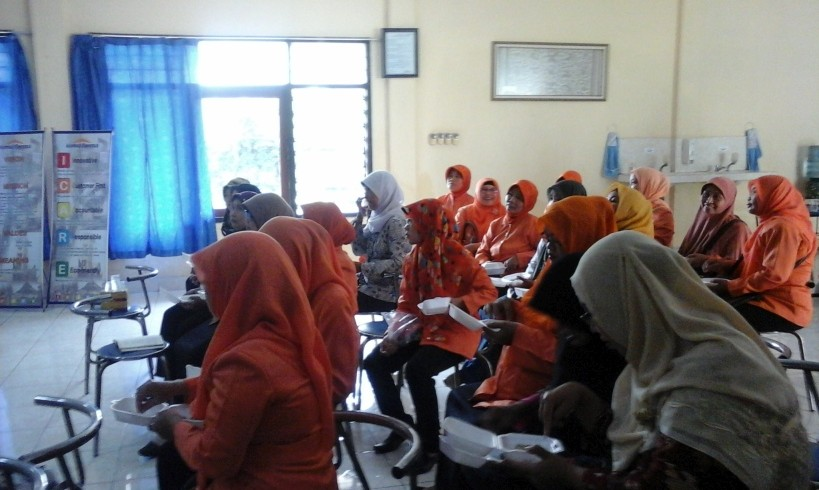 Workshop hidroponik di Kimia Farma Watudakon